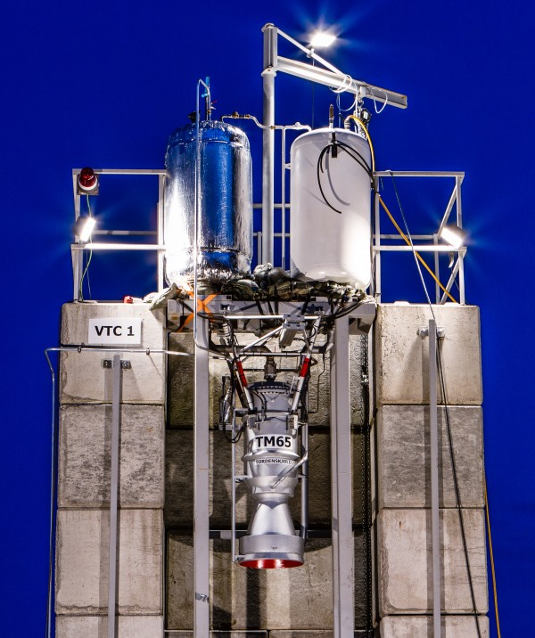 LOX tank on the left and alcohol tank on the right.