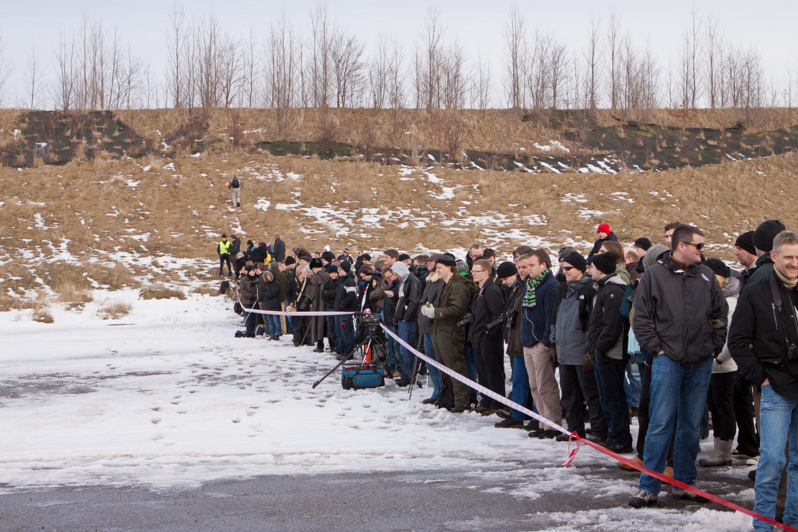 Spectators await a static test in 2010, the earth berm is in the background. Foto: Thomas Pedersen/Copenhagen Suborbitals