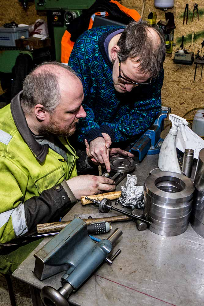 Christian Ravn and Rune Henssel performing service on a lathe