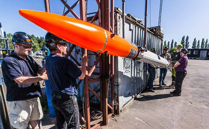 Fig. 1: Nexø I has arrived at the dummy launch rail. Photo: Jev Olsen / CS.